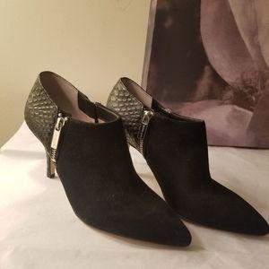 Michael kors ankle bootie size 6